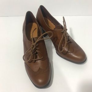 Etienne Aigner Wingtip Heeled Oxford Shoe Leather
